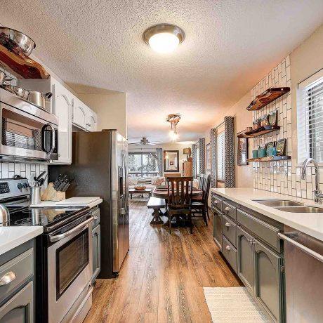 Flagstaff Rental Cabin Kitchen